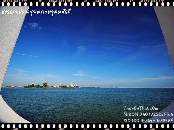 ท้องทะเลสีครามกับท้องฟ้าสดใส